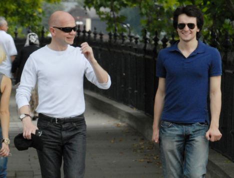 06.AUGUST.2009 - LONDON - UK CONSERVATIVE MP WILLIAM HAGUE TAKES A STROLL WITH A FRIEND NEAR WESTMINSTER SHOWING OFF HIS NEW LOOK!