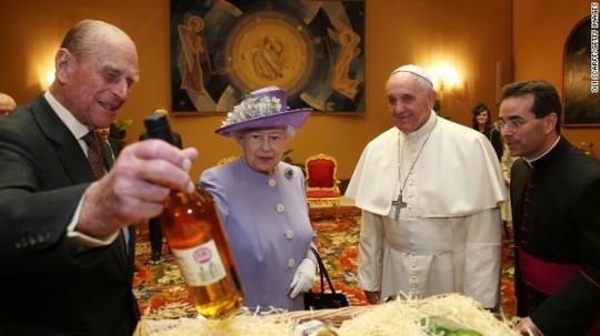queen-Pope-2014