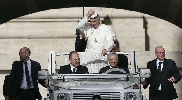 Reuters-Pope-Francis-Car